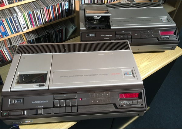 speciale - philips vcr n1700 systeem - include specials akai 1/2 inch video cassette system - philips vcr n1700 systeem - Akai 1/2 inch Video Cassette System